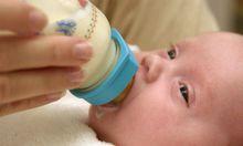 weisse Gold Handel Muttermilch