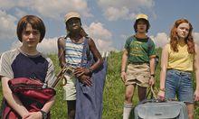 Auf der Suche nach Empfang in Vor-Handy-Zeiten: Will (Noah Schnapp), Lucas (Caleb McLaughlin), Dustin (Gaten Matarazzo) und Max (Sadie Sink)  / Bild: (c) Netflix (Netflix)