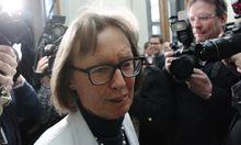 Moser erhoeht Druck Werner
