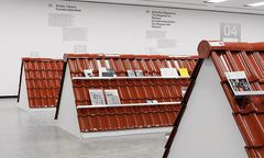 Dachziegel mal anders: TONDACH-Ziegeldach als Ausstellungsfläche bei der neuen Kunstbuch- und Zeitschriften-Ausstellung in der Kunsthalle Wien