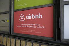 Symbolbild Airbnb-Türschild