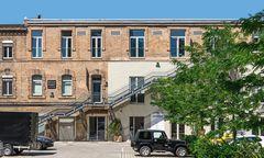 """In der ehemaligen Ankerbrotfabrik gibt es nun Galerien, Ateliers, Coworking-Spaces: ein Wiener Beispiel für ein """"gehacktes"""" Gebäude."""