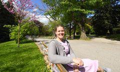 """""""Manchmal glaub ich, auf dem Land zu leben, weil ich den ganzen Tag Natur sehe"""": Elisabeth Diglas im Türkenschanzpark."""