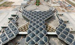 Gelandet. Paul Kalkoven von Foster + Partners referiert über ihre Flughafenprojekte. / Bild: (c) Beigestellt
