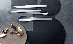 Ensemble. Arne Jacobsen entwarf Besteck für Georg Jensen, 1957. / Bild: (c) Beigestellt