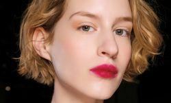 Make-up-Look von Rosie Assoulin. / Bild: (c) Beigestellt