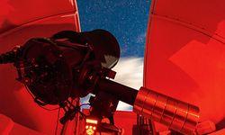 Mit dem 42,5-Zentimeter-Spiegelteleskop auf der Gerlitzen bewundert man neben dem Mond und den Planeten auch Gasnebel und Galaxien aus Myriaden von Sternen.  / Bild: (c) Beigestellt