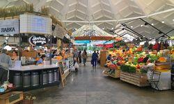 Luftig. Im Danilovsky-Markt ist Milch genauso Thema wie Gemüse. / Bild: (c) Anna Burghardt