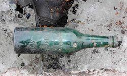 Im Juli 2017 wurde diese Flasche im Gebiet des Tsanfleuron-Gletschers (Wallis) gefunden.  Erst heuer gab das sich zurückziehende Eis ein Paar frei, das vor 75 Jahren verschwunden war.  / Bild: (c) APA/AFP/POLICE CANTONALE VALAISA)