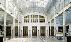 Speisesaal? Der große Kassensaal in der Postsparkasse. Meisterwerk.  / Bild: (c) Margherita Spiluttini/AzW Sammlung