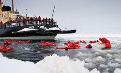 Baden im eisigen Meer / Bild: Visit Finland
