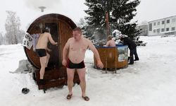 People visit a mobile sauna during the European Sauna Marathon in Otepaa / Bild: (c) REUTERS (Ints Kalnins)