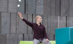 """Mehrschichtig. Tänzer, Jongleur, Performer: Arne Mannott und der """"Neue Zirkus"""".  / Bild: (c) Carolina Frank"""