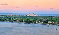 Grand Dame. Das legendäre Breakers dominiert die Silhouette des schmalen Streifens von Palm Beach. / Bild: (c) Discover The Palm Beaches