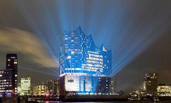 Prachtstück. Die besten Architekten der Welt seien Herzog und de Meuron, sagt Karl Lagerfeld. Die von ihnen geplante Elbphilharmonie wurde Ende 2016 fertiggestellt und bewog den Designer, der Stadt eine Kollektion zu widmen. / Bild: (c) REUTERS (Fabian Bimmer)