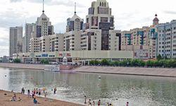 Sommertage am Ischim. Innerhalb von 20 Jahren schoss Astana aus der Steppe.  / Bild: (c) imago/Arcaid Images