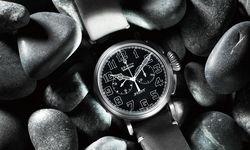 Der Type 20 Chronograph erinnert an eine historische Fliegeruhr, präsentiert sich aber in stylischem, kratzfestem Schwarz.  / Bild: (c) Beigestellt