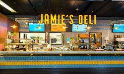 Das Take-Away-Lokal der Marke von Jamie Oliver hat am Terminal 3 des Wiener Flughafens eröffnet. / Bild: (c) Photopam.com