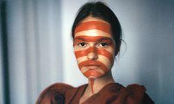 Gepflegte Erscheinung. Dasha trägt einen Look aus der Maison-Margiela-Artisanal-Kollektion.  / Bild: (c) Stefan Milev