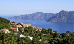 Steigung. Für ein Badeurlaubseiland ist Korsika außerordentlich gebirgig. / Bild: (c) REUTERS (Charles Platiau)