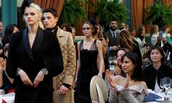 Models and actress Lily-Rose Depp present creations with a Paris Cosmopolite theme by designer Karl Lagerfeld during the Metiers D´Art Show for Chanel fashion house in Paris / Bild: (c) REUTERS (PHILIPPE WOJAZER)