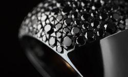 """Tief. Kollektion """"Massive Champagne"""" aus Niellium und schwarzen Diamanten.  / Bild: (c) beigestellt"""