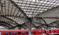 Hauptbahnhof. Durch das Glasdach blickt der weltberühmte Kölner Dom. / Bild: (c) Bilderblitz/Köln-Tourismus GmbH