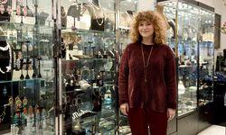 Meschugge im Kunsthandel: die Schmuckdesignerin Miriam Orth-Blau. / Bild: (c) Die Presse (Clemens Fabry)