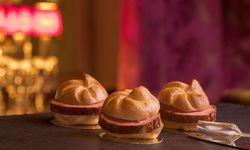 Wer sich fragt, wie Trüffel-, Chili- und Käseleberkäsesemmeln am Opernball aussehen: so. / Bild: (c) Copyright Bill Lorenz (Bill Lorenz)