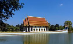 Wat Sa Prasan Suk Tempelschiff im Wat Ban Na Muang, Ubon Ratchathani / Bild: Imago