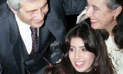 Mutter Laura Biagiotti (rechts), Lavinia und ihr Vater Gianni Cigna, 1995 / Bild: REUTERS
