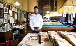 """""""Spiegel""""-Korrespondent Hasnain Kazim in einem seiner Stammlokale in Wien, dem Café Sperl. / Bild: (c) Die Presse (Clemens Fabry)"""