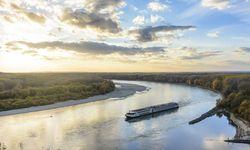 Ja, im Nationalpark Donau-Auen lässt es sich trefflich schnorcheln und die Unterwasserfauna bewundern – schlanke Hechte, breitmäulige Welse oder fette Spiegelkarpfen. / Bild: Imago