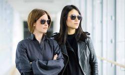 Durchblick. Johanna Perret und Tutia Schaad haben für Silhouette eine Sonnenbrille entworfen.  / Bild: (c) Markus Schneeberger
