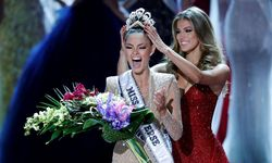 Miss South Africa Demi-Leigh Nel-Peters reacts as she is crowned by Miss Universe 2016 Iris Mittenaere during the 66th Miss Universe pageant at Planet Hollywood hotel-casino in Las Vegas / Bild: (c) REUTERS (Steve Marcus)