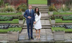 Prinz Harry und Meghan Markle traten am Montagnachmittag im Garten des Londoner Kensington-Palastes vor die versammelte Presse. / Bild: (c) APA/AFP/DANIEL LEAL-OLIVAS (DANIEL LEAL-OLIVAS)