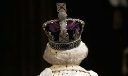 Mächtiges Mauerwerk schützt die englischen Kronjuwelen, der letzte Diebstahlversuch war vor 350 Jahren. Neugierige Blicke freilich sind erlaubt. Die Queen selbst darf die Krone auch nur zu Dienstanlässen tragen. / Bild: Reuters