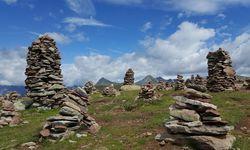 Eines der beliebtesten Wanderziele in den Sarntaler Alpen: die Stoanernen Mandln.  / Bild:  Madeleine Napetschnig