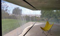 """Textilmeisterin. Im """"Maison à Bordeaux"""" war Petra Blaisse am Werk.  / Bild: (c) Inside Outside"""
