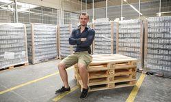Michael Grossmann im Lager seines Unternehmens in Wien Donaustadt. / Bild: (c) Stanislav Jenis