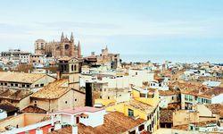 Wahrzeichen. Die erhöhte Kathe-drale steht immer im Blickpunkt der Stadt. / Bild: (c) Juan Iglesias