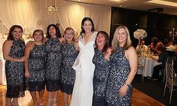 Sechs Freundinnen, ein Kleid / Bild: Screenshot facebook.com/ForeverNewOfficial