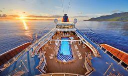 Land in Sicht. Die Europa startet von Hamburg in tropische Gefilde. / Bild: (c) Hapag-Lloyd Cruises