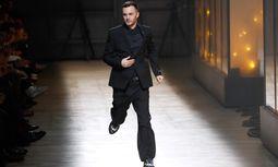 Elf Jahre arbeitete Kris Van Aasche für Dior Homme.  / Bild: (c) APA/AFP/PATRICK KOVARIK (PATRICK KOVARIK)
