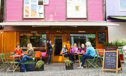 Bunte Häuser in der Stadt signalisieren: Hier ist die Lokalmeile. / Bild: Visit Norway