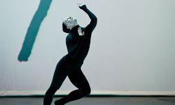 """""""Mouvements"""". Surrealismus und Strawinsky neu zusammengesetzt mit Elektronikmusik. / Bild: (c) Sylvie Anne Pare"""