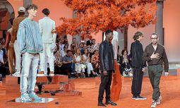 Modegarten: Alessandro Sartori und seine Sommerkollektion für Ermenegildo Zegna Couture. / Bild: Beigestellt