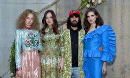 V. l. n. r.: Petra Collins, Dakota Johnson, Alessandro Michele und Hari Nef / Bild: (c) Getty Images for Gucci (Jamie McCarthy)