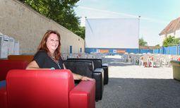 Angela Kascha organisiert das Kino im Schloss Neugebäude zum letzten Mal. / Bild: (c) Stanislav Jenis