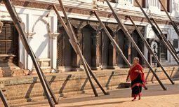 National Art Museum. Stützpfeiler dominieren das Stadtbild in Bhaktapur. / Bild: (c) APA/AFP/PRAKASH MATHEMA